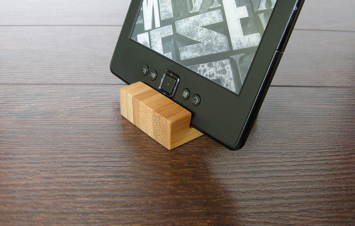 Bamboo Iphone Stand Tiny 02