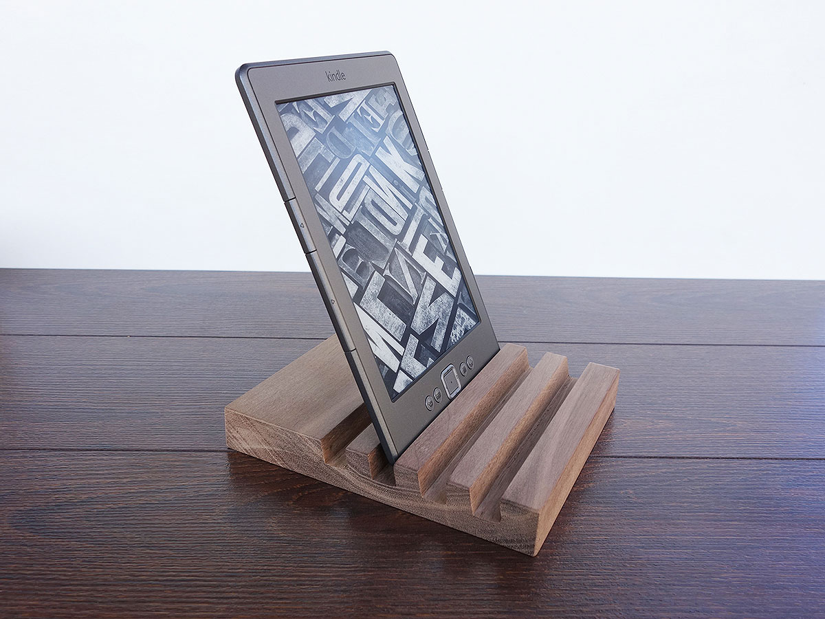 Wood Charging Station Walnut 05