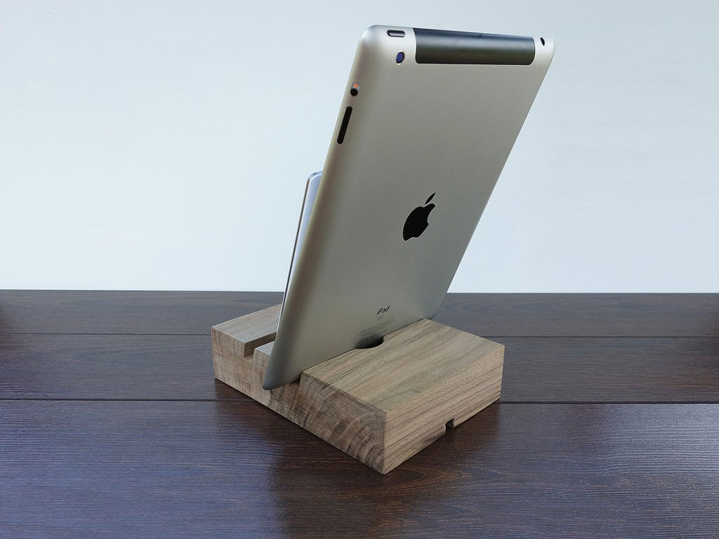 iphone 6 and ipad air 2 wood docking station ipad dock iphone 6 plus stand 2 slot charging. Black Bedroom Furniture Sets. Home Design Ideas