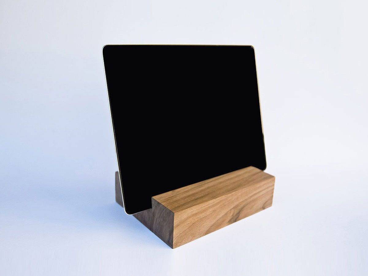 IPad AIR 2 Docking Station. IPad Dock. Walnut Wood.