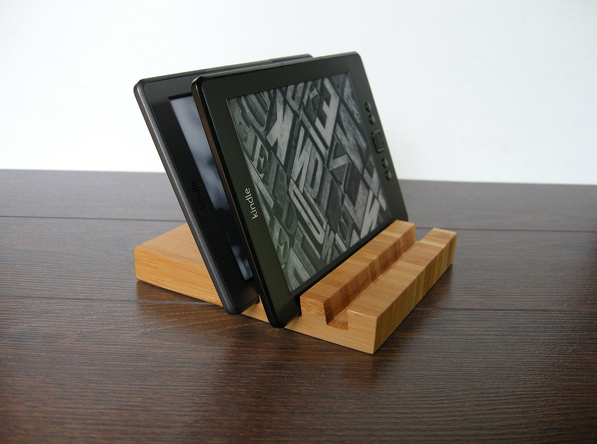 Wood Charging Station Bamboo 01