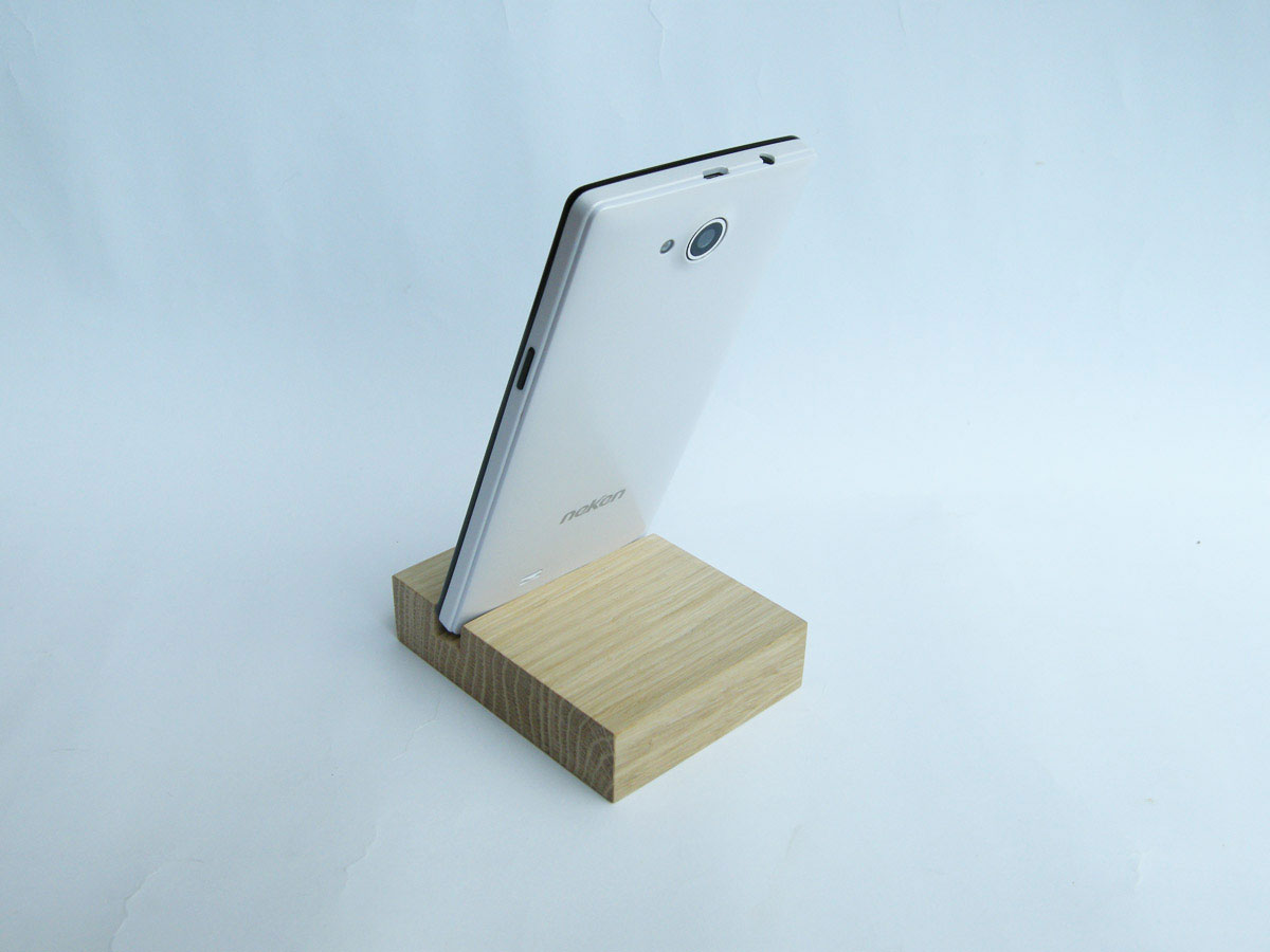 Oak Iphone Stand 02