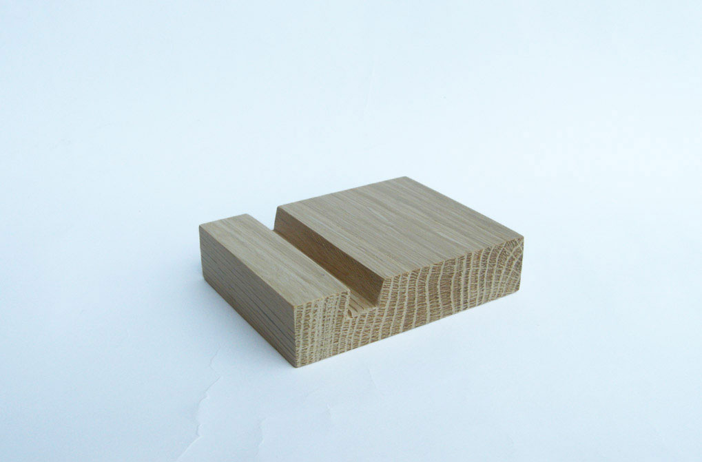 Oak Iphone Stand 03