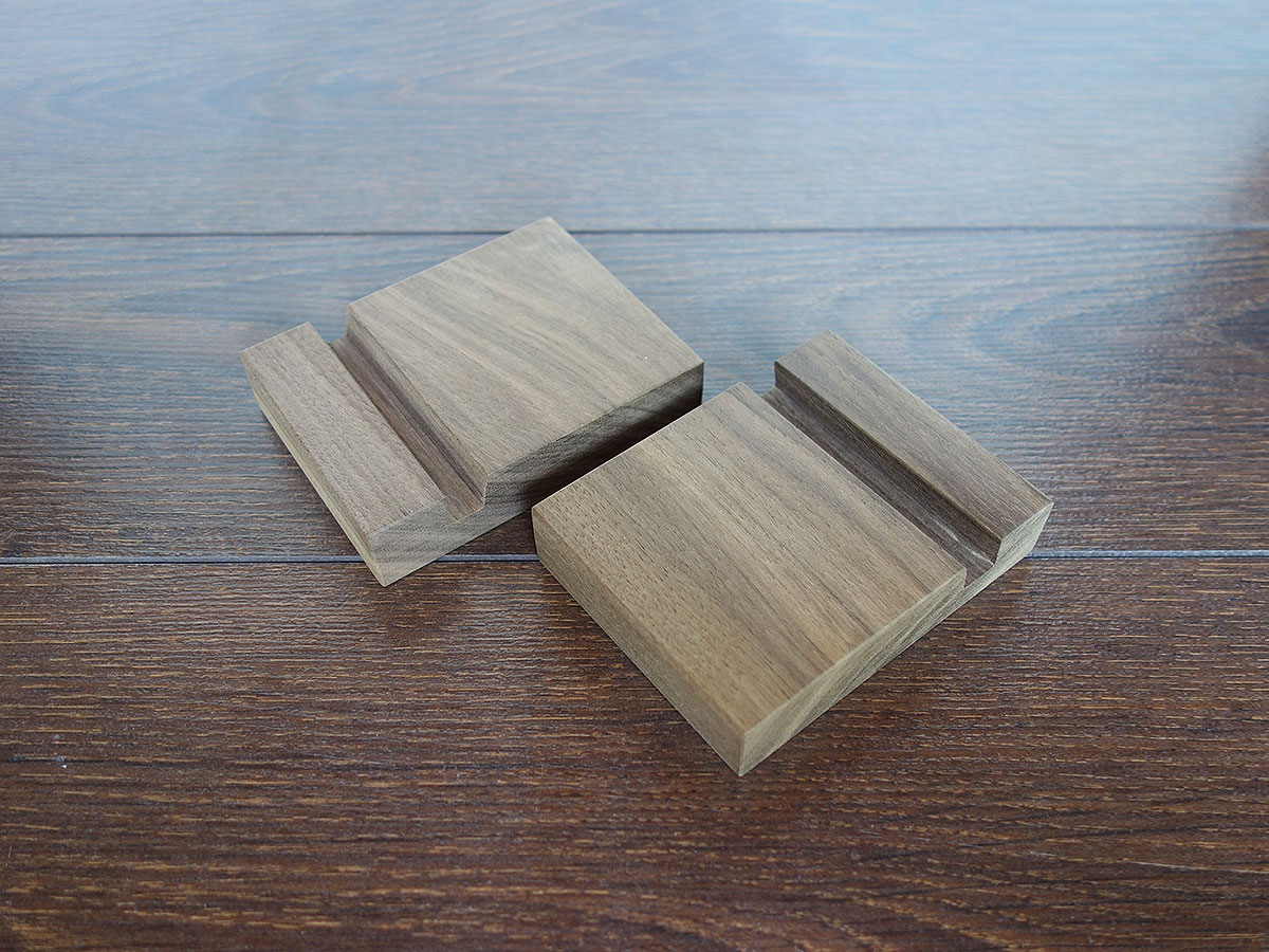 Wood Iphone Stand W06
